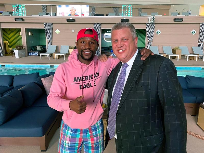 Floyd Mayweather Visits Stadium Swim at Circa Resort & Casino