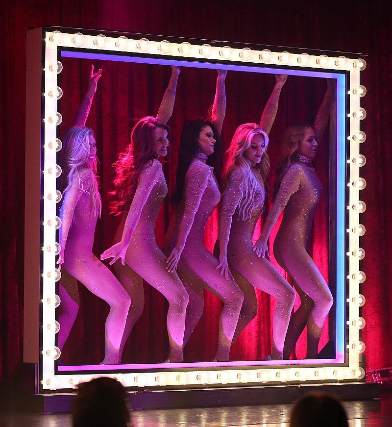 X Burlesque - Photo credit: Edison Graff, EDISON @stardustfallout