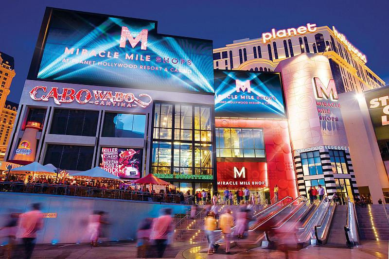 Miracle Mile Shops Offers Slam-Dunk Viewing Parties throughout College's Biggest Basketball Tournament