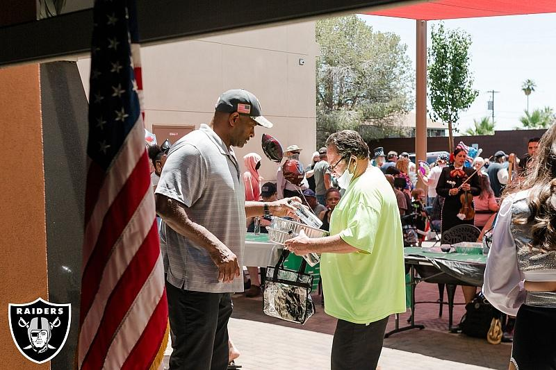 Raiders Alumnus Napoleon McCallum passes out lunch and thanks veteran during Memorial Day event at Share Village - Photo credit: Shannon Gross | Las Vegas Raiders