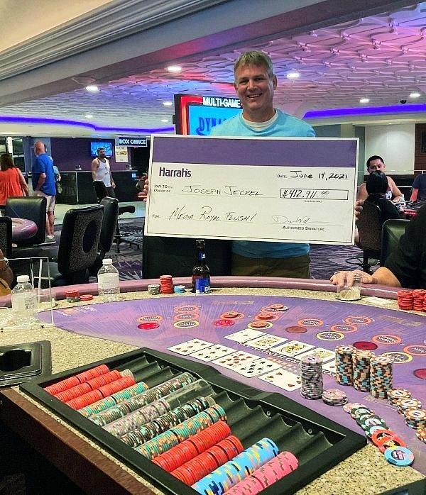 Caesars Rewards Member Hits Mega Progressive Jackpot on Crazy 4 Poker for $412,911 at the All-New Harrah's Las Vegas