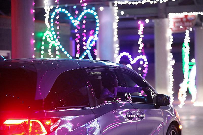 Glittering Lights - drive-through