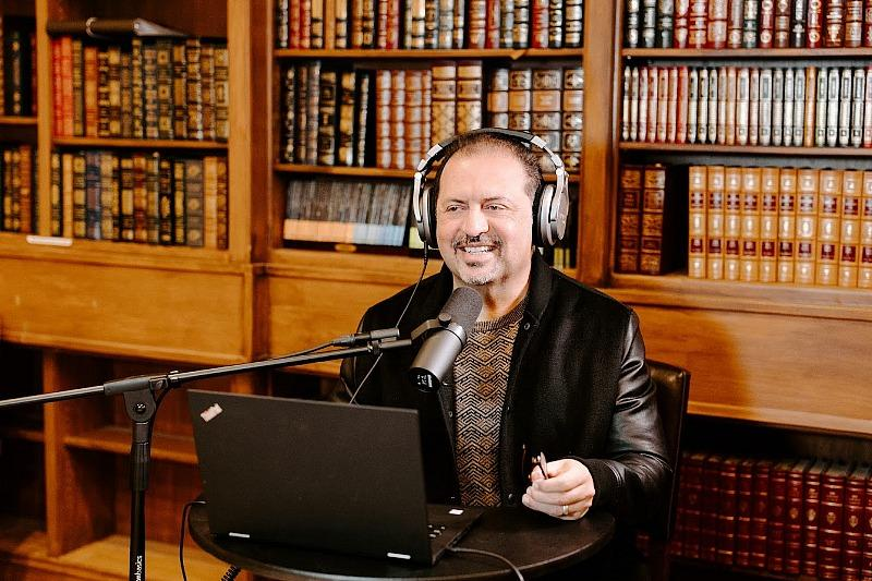 Dr. Jonathan Baktari Gives 'Inside Scoop on Healthcare' in his Podcast