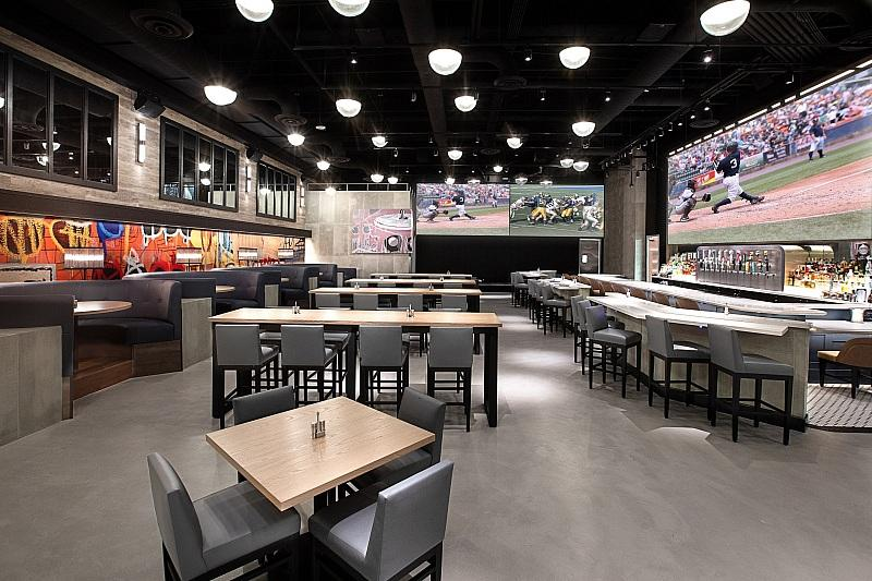 """The STRAT Hotel, Casino & Skypod Debuts Fall Menu Selections with New """"Wake-Up"""" Dishes at PT's Wings & Sports"""