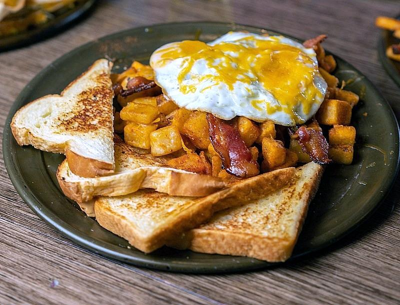 Smoke & Fire Introduces a Sizzling Sunday Brunch with Bottomless Mimosas, Bloody Marys, and Much More