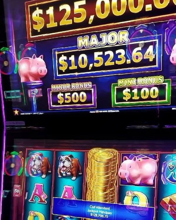 Jackpot Winner at Mohegan Sun Casino Las Vegas